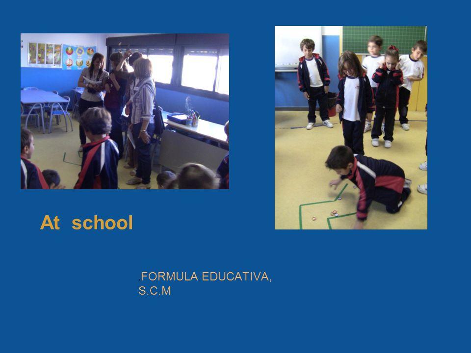 At school. FORMULA EDUCATIVA, S.C.M