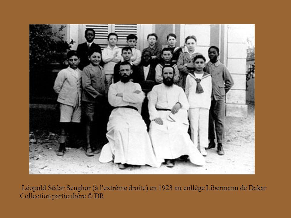 Léopold Sédar Senghor (à l extrême droite) en 1923 au collège Libermann de Dakar Collection particulière © DR