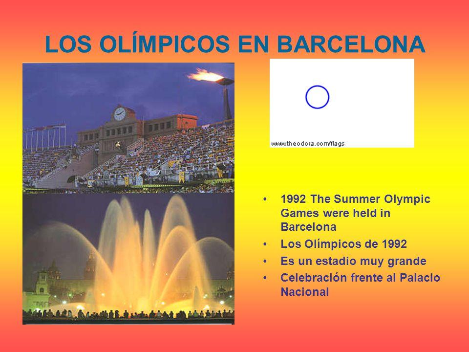 LOS OLÍMPICOS EN BARCELONA 1992The Summer Olympic Games were held in Barcelona Los Olímpicos de 1992 Es un estadio muy grande Celebración frente al Palacio Nacional