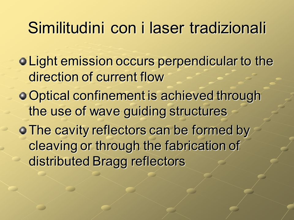 Similitudini con i laser tradizionali Light emission occurs perpendicular to the direction of current flow Optical confinement is achieved through the