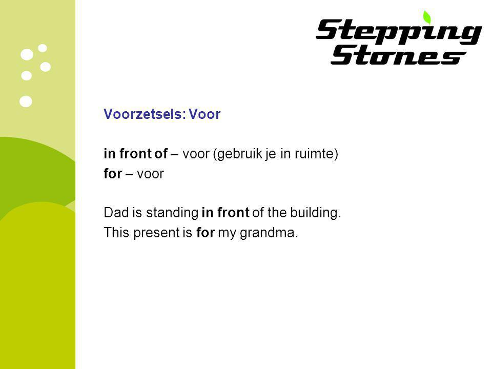 Voorzetsels: Voor in front of – voor (gebruik je in ruimte) for – voor Dad is standing in front of the building.