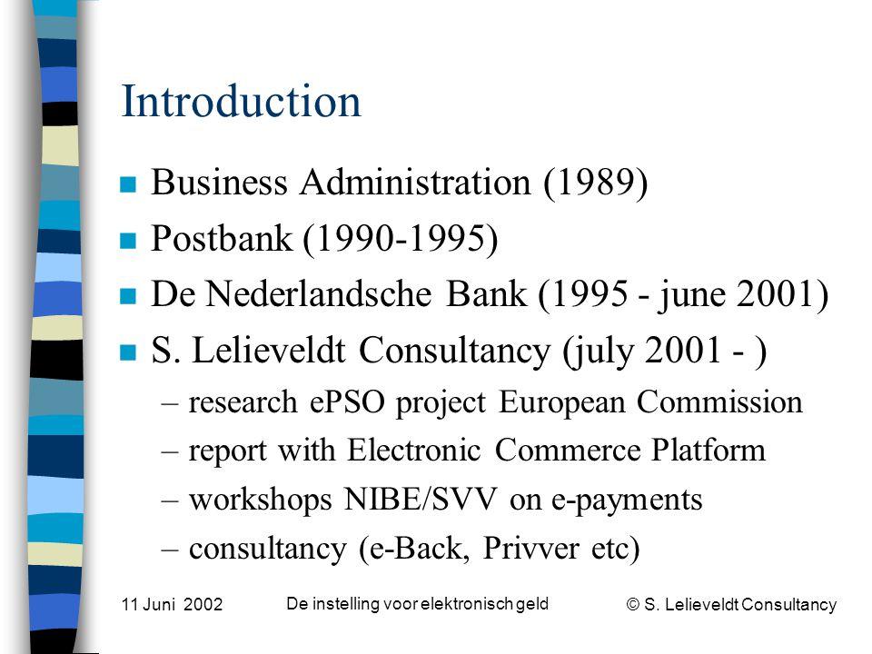 © S. Lelieveldt Consultancy 11 Juni 2002 De instelling voor elektronisch geld Introduction n Business Administration (1989) n Postbank (1990-1995) n D