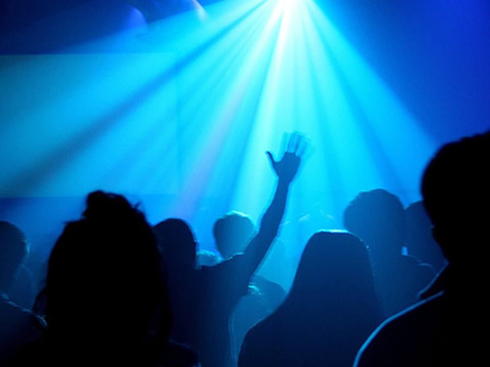 Using a power point in worship Clarity - contrast Good contrast between background and text is essential.