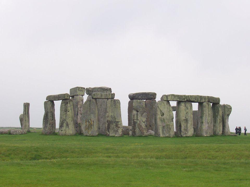 10 >Stonehenge