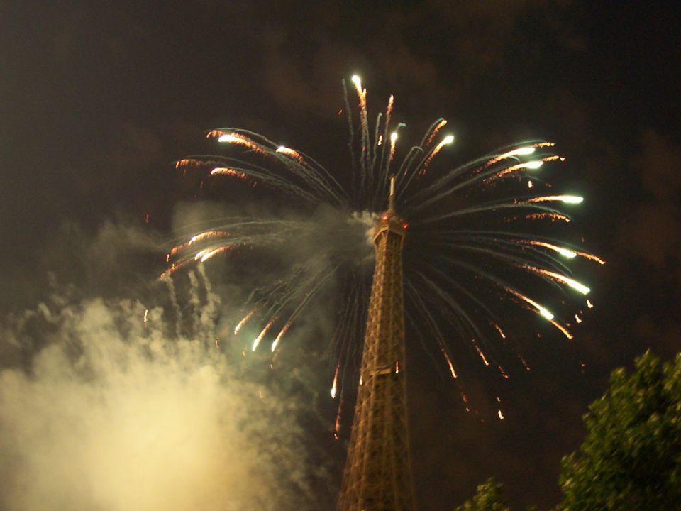 7 >Le Tour Eiffel