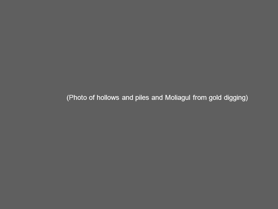 (Photo of hollows and piles and Moliagul from gold digging)