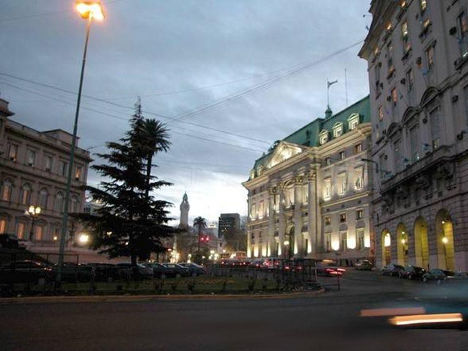 Buenos Aires, suspirando por ti bajo el sol de otro cielo, Buenos Aires, yearning for you beneath the sun of another sky,