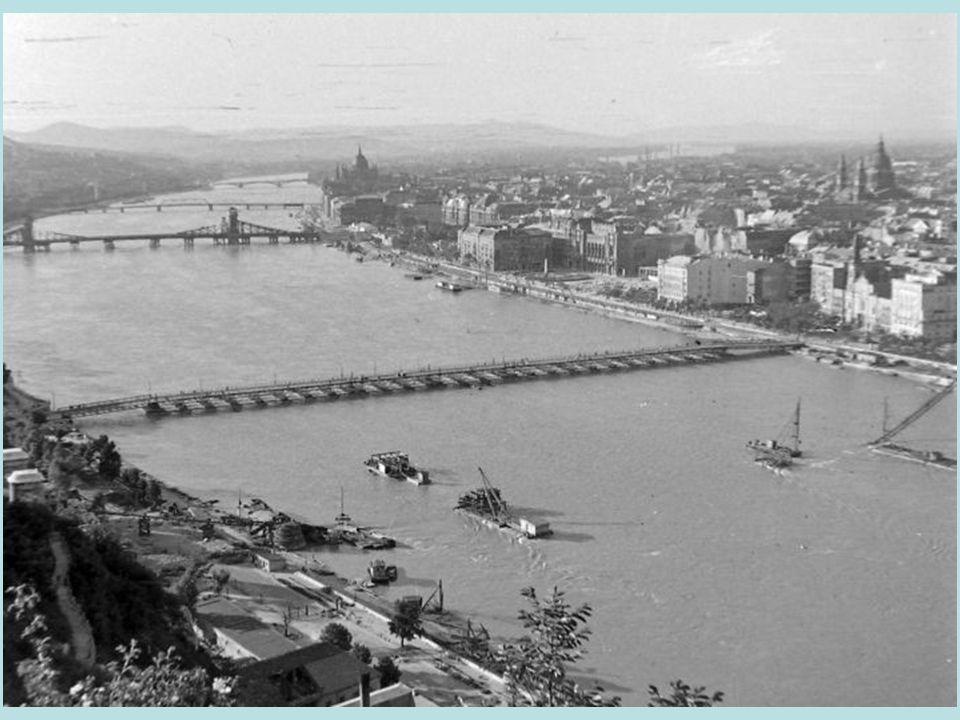 """Floating bridge """"Bözsike built behind the blown-up Elisabeth bridge"""