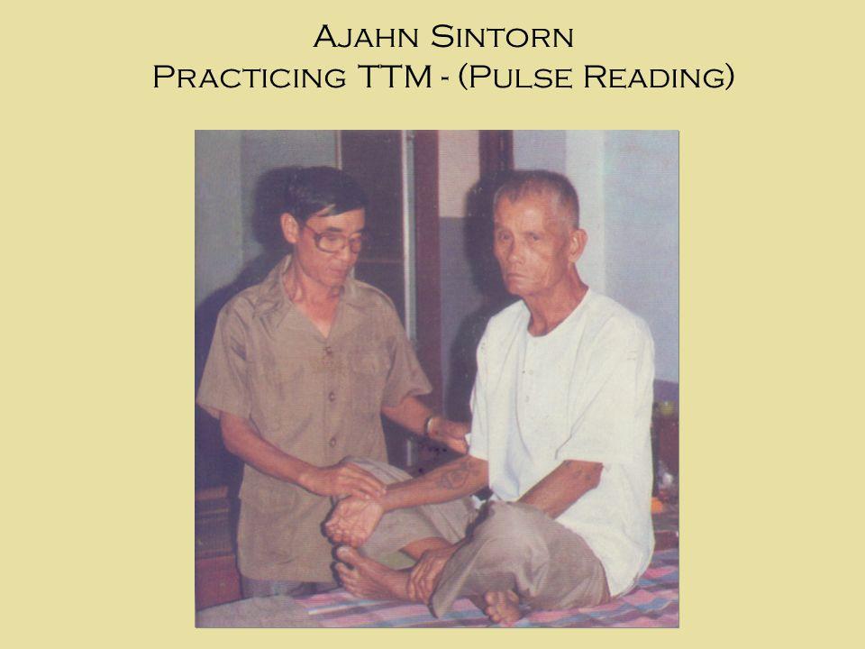 Ajahn Sintorn Practicing TTM - (Pulse Reading)