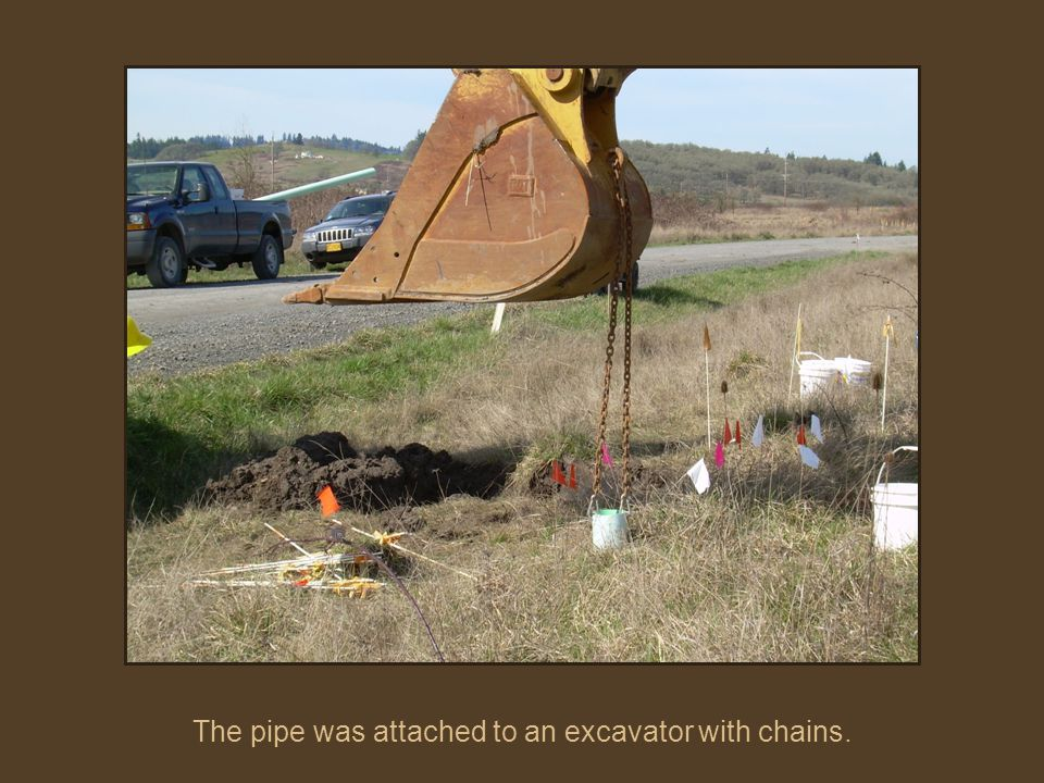 The pipe was attached to an excavator with chains.