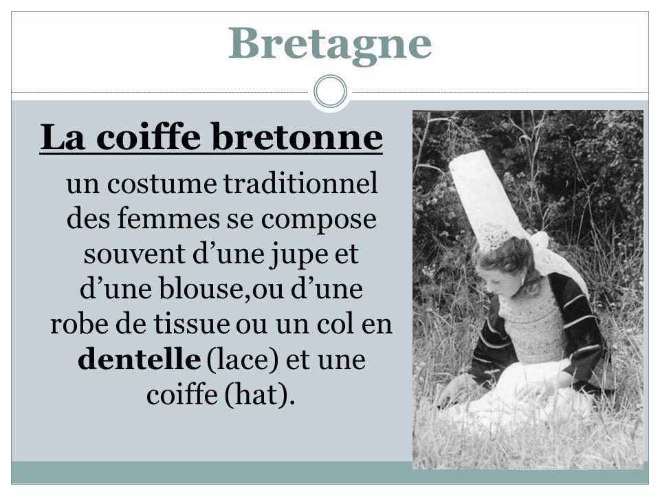Bretagne La coiffe bretonne un costume traditionnel des femmes se compose souvent d'une jupe et d'une blouse,ou d'une robe de tissue ou un col en dentelle (lace) et une coiffe (hat).