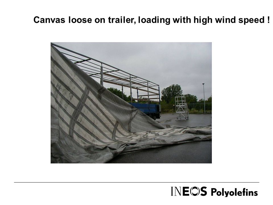 Canvas loose on trailer, loading with high wind speed !