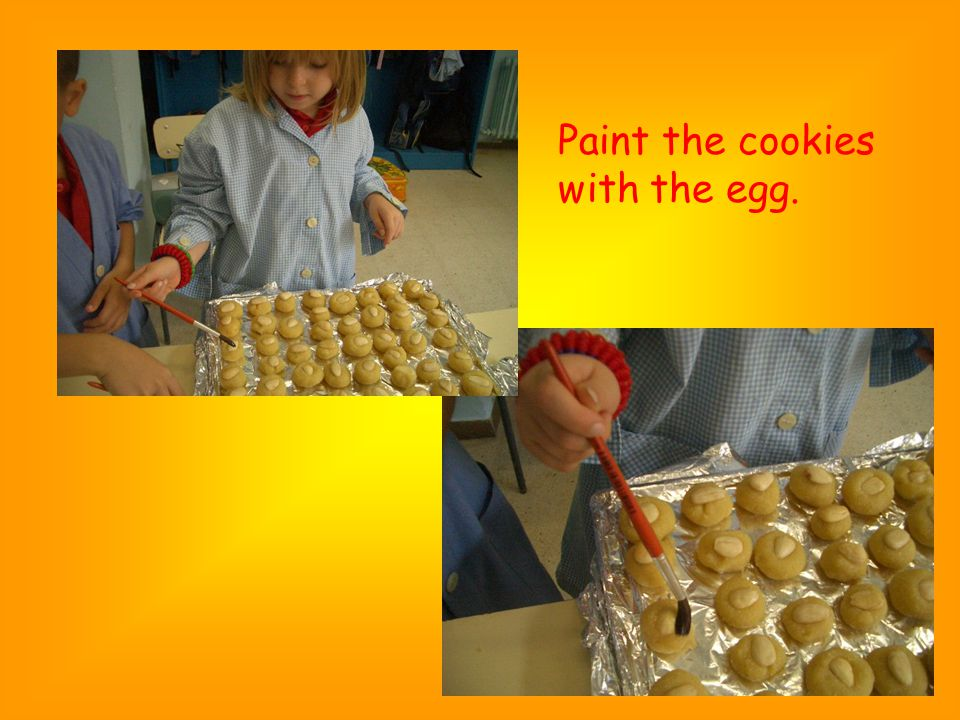 Paint the cookies with the egg.