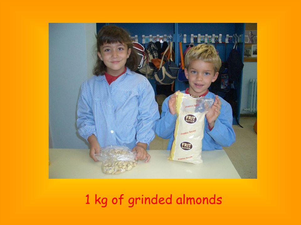 1 kg of grinded almonds