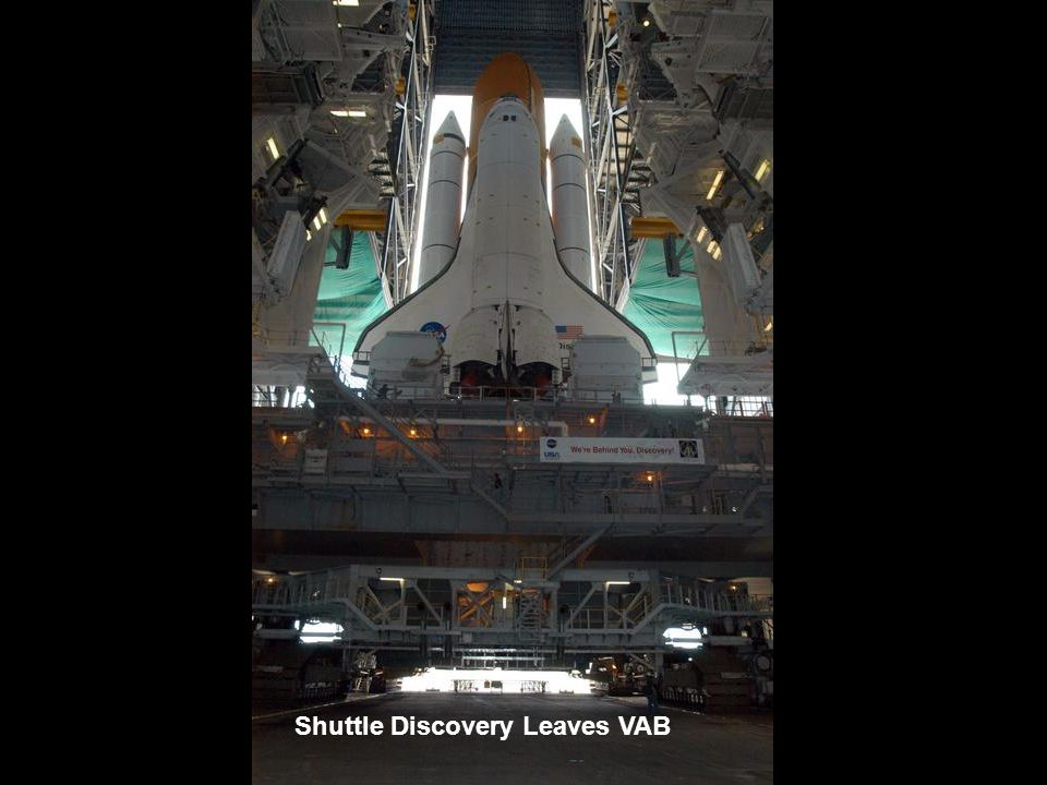Shuttle Discovery Leaves VAB