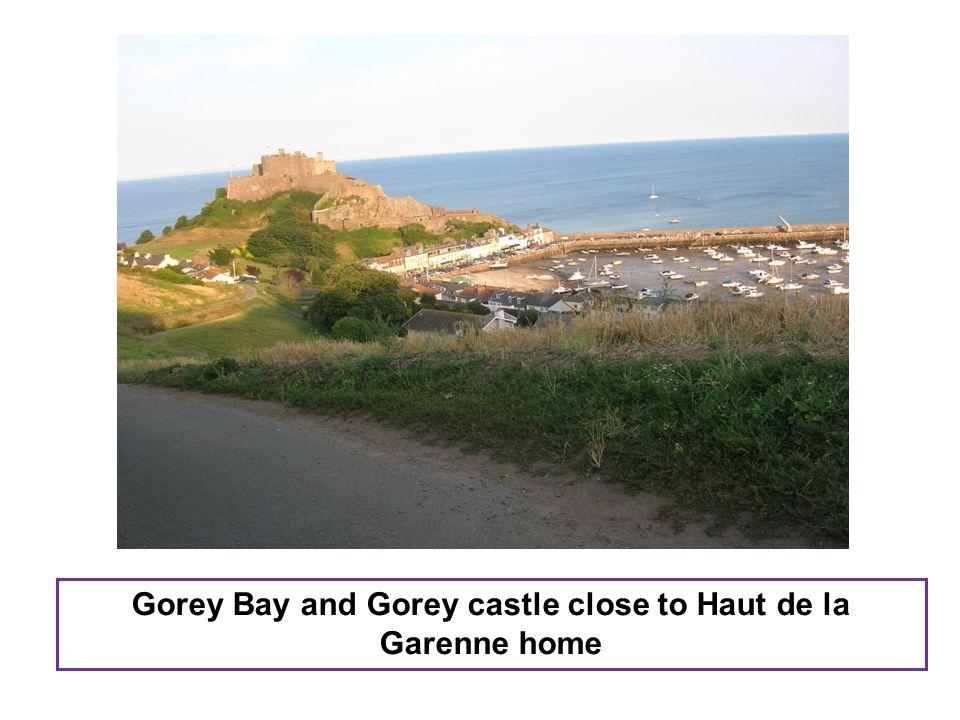 Gorey Bay and Gorey castle close to Haut de la Garenne home