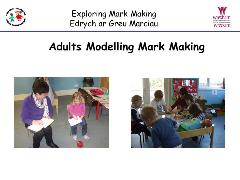 Adults Modelling Mark Making Exploring Mark Making Edrych ar Greu Marciau