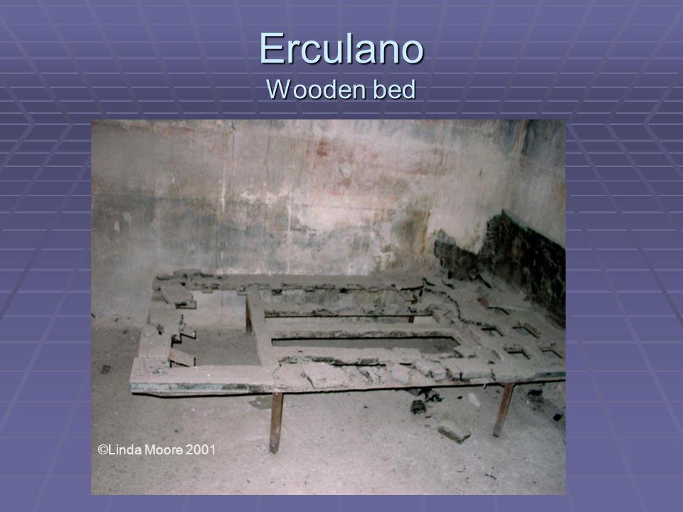 Erculano Wooden bed ©Linda Moore 2001