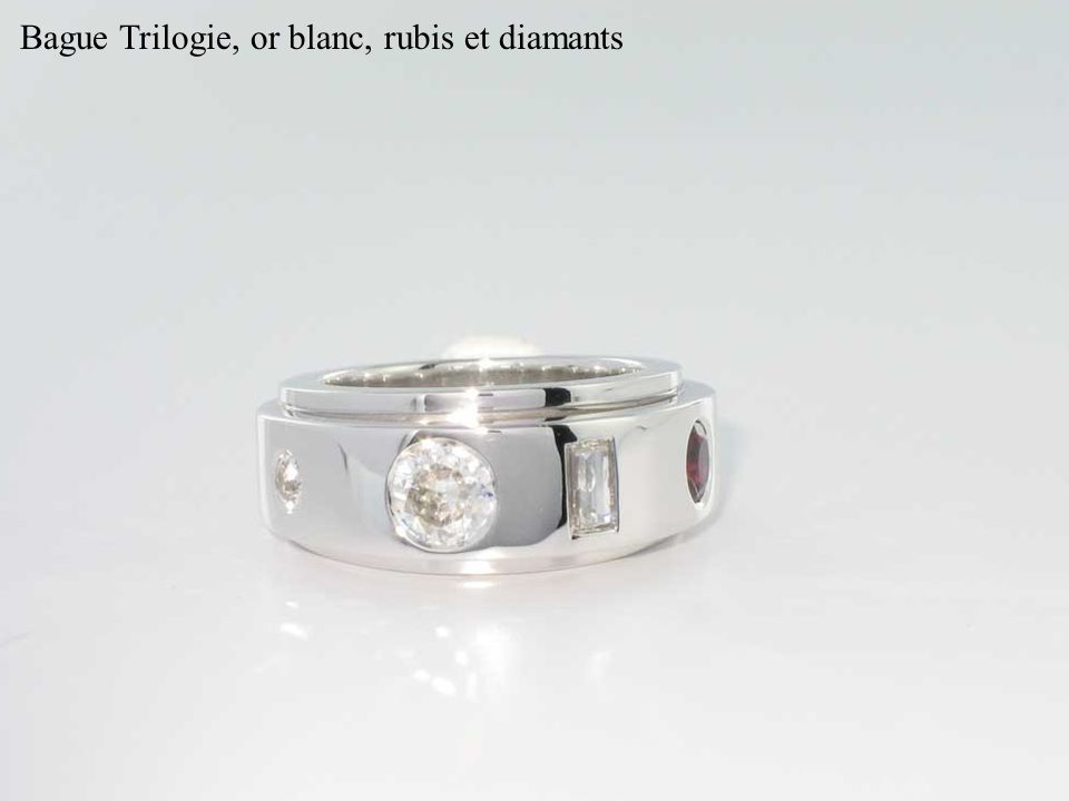 Bague Trilogie, or blanc, rubis et diamants