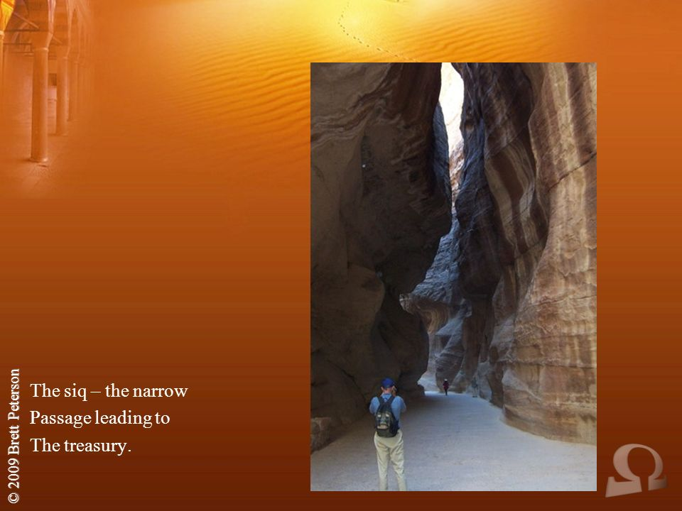 © 2009 Brett Peterson The siq – the narrow Passage leading to The treasury.