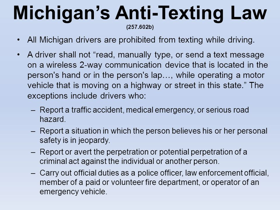 operational definition for texting while driving Currently there is no national ban on texting or using a wireless phone while driving, but a number of states have passed laws banning texting or wireless phones or requiring hands-free use of wireless phones while driving.