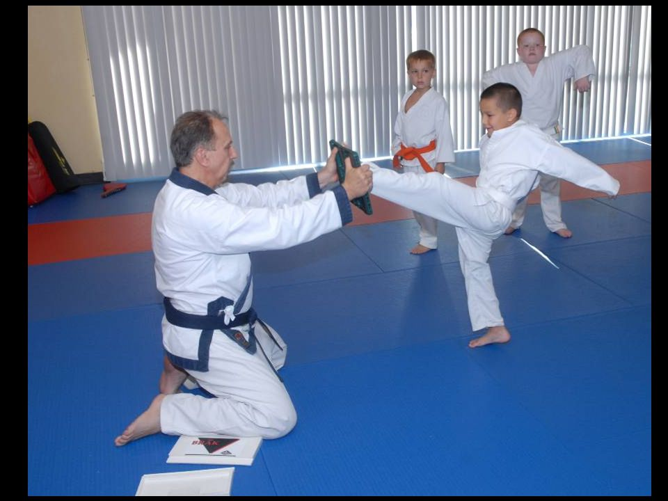 Kids class – Simon breaking with front kick