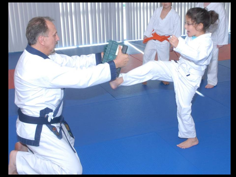 Kids class – Sophie breaking with front kick